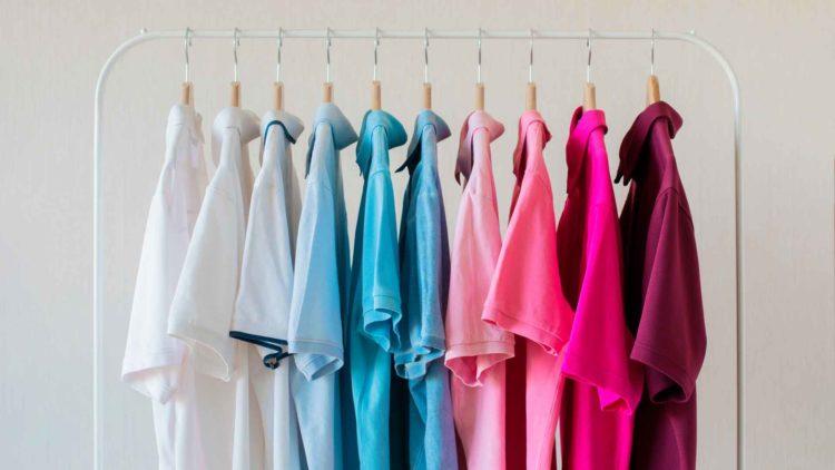 Dürfen verschiedene Markenlogos auf Kleidungsstücke genäht und verkauft werden?